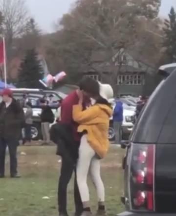 Imagen del vídeo que captó a Malia Obama besándose con Rory Farquharson en Harvard.