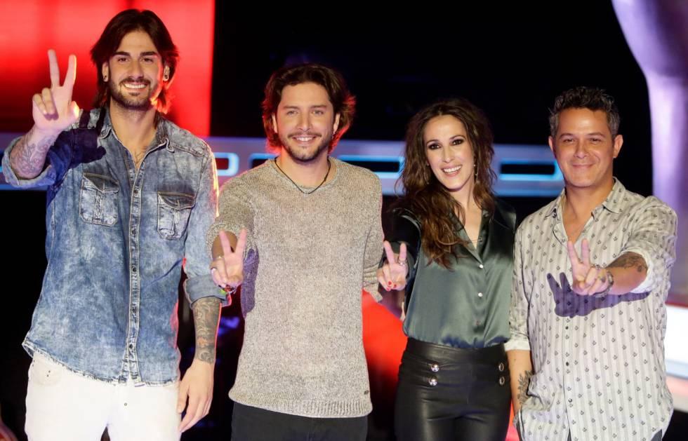 De izquierda a derecha: los cantantes Melendi, Manuel Carrasco, Malú y Alejandro Sanz, cuando coincidieron como jurado de 'La Voz'.