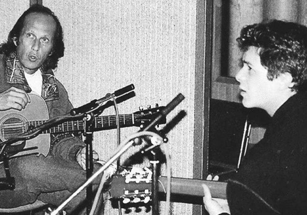 Paco de Lucía y Alejandro Sanz, tocando la guitarra en Londres.