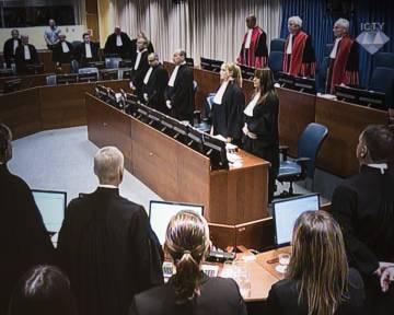 El exgeneral del ejército serbobosnio Ratko Mladic, durante la última sesión de este Tribunal, celebrada el pasado 22 de noviembre, fue expulsado de la sala y no escuchó la lectura de su sentencia a cadena perpetua.