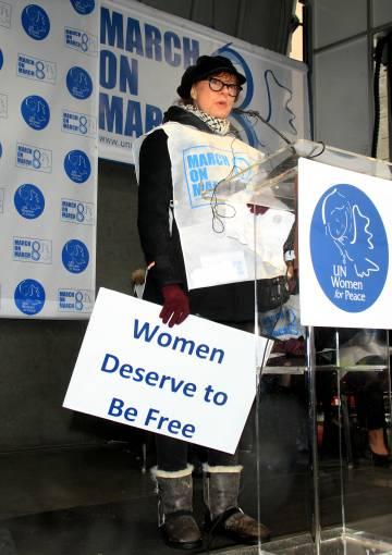 Susan Sarandon durante la marcha anual de mujeres por la paz en Nueva York, en 2013.