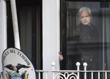 Ecuador calls on Julian Assange not to interfere in the Catalan crisis