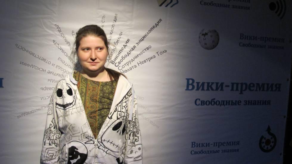 Alexandra Elbakyan, a fundadora de Sci-Hub, durante os prêmios Wiki 2016.