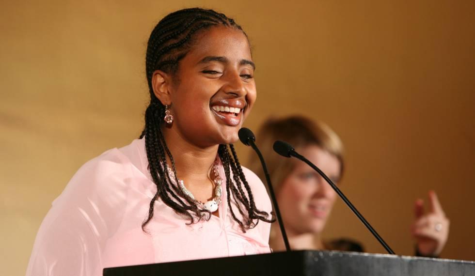 Yetnebersh Nigussie, ganadora del Premio Nobel Alternativo, durante una conferencia.