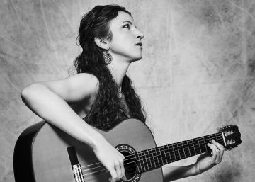 The women tackling the macho world of flamenco guitar