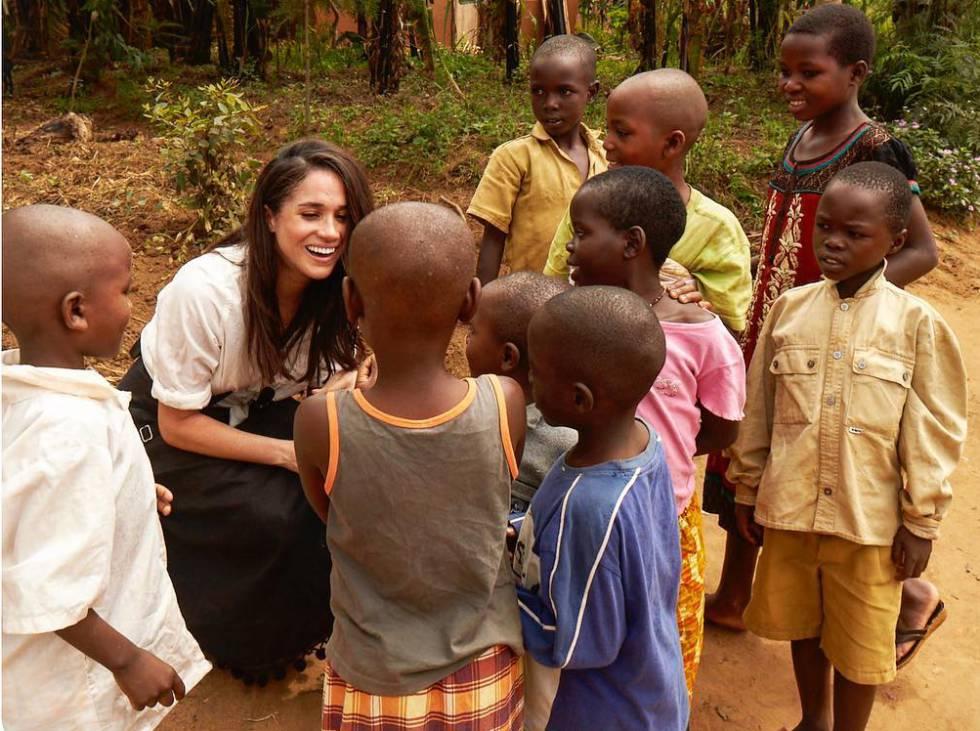 Meghan Markle, en uno de sus viajes humanitarios a Ruanda en una imagen compartida en su cuenta de Instagram.