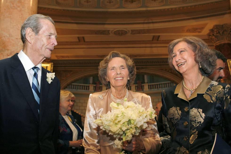 El rey Miguel y la reina Ana, junto a la reina Sofia, durante las celebraciones de su 60 aniversario en Bucarest en 2008.