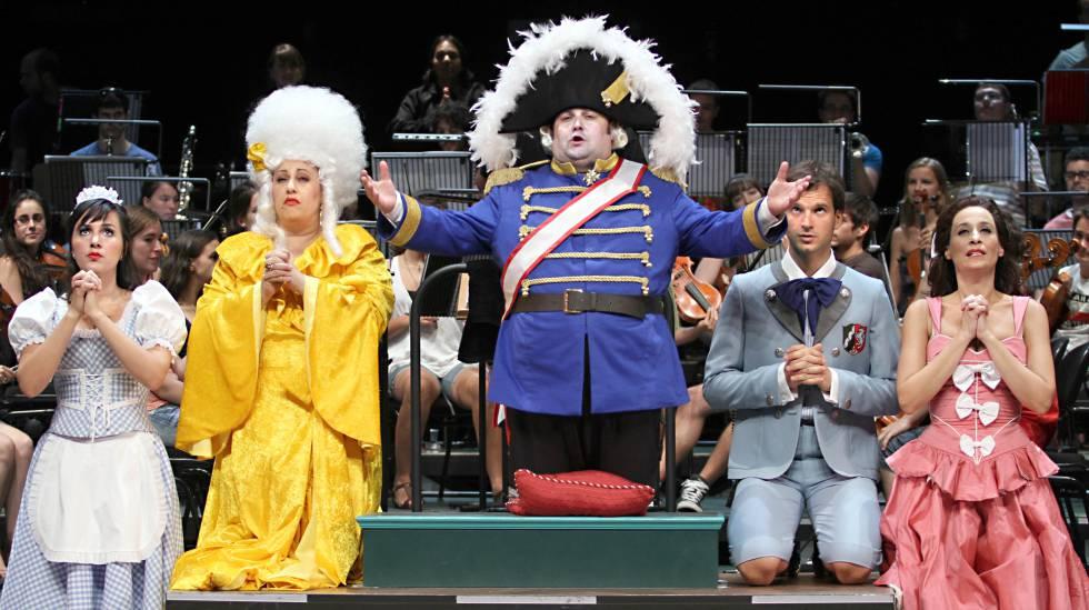 Ensayo general de la ópera 'Cándido', de Voltaire, en versión de Paco Mir, que se representó en San Lorenzo de el Escorial (Madrid) en 2011.