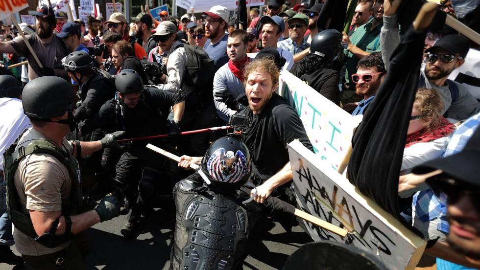 Miembros de Alt-right participaron junto a otros grupos neonazis en los enfrentamientos de Charlottesville en agosto.