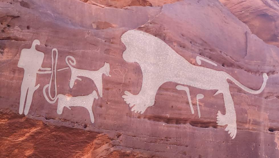 Dos perros ante un león, grabados hace 8.0009.000 años.