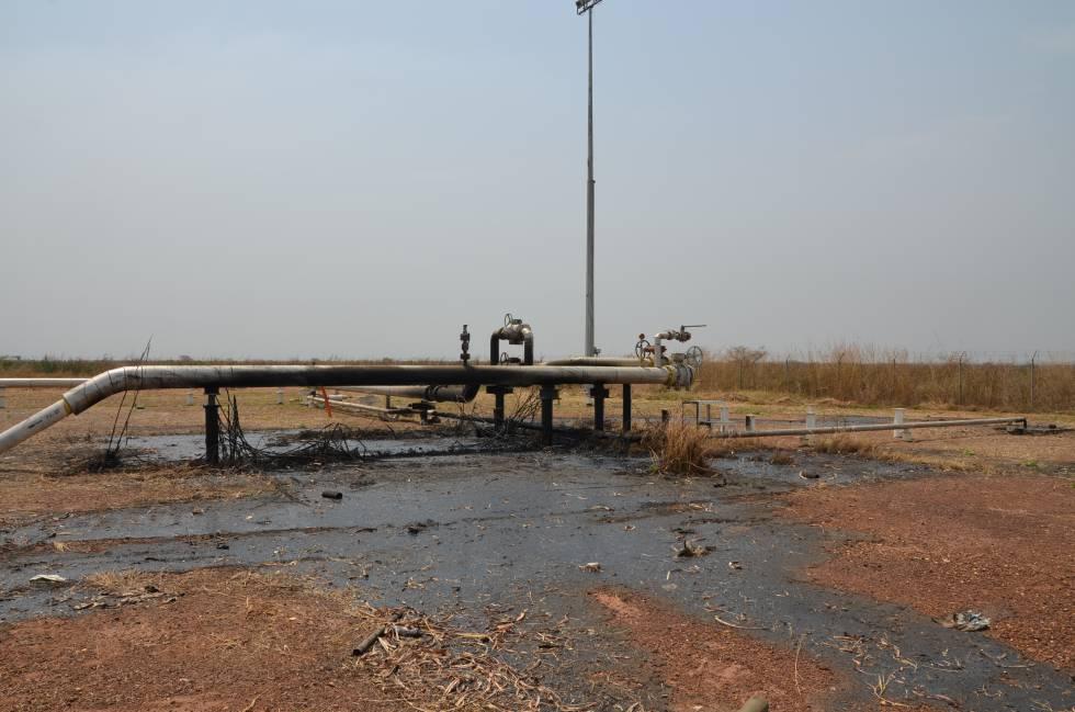 Un pozo de petróleo impactado por proyectiles en Sudán del Sur.