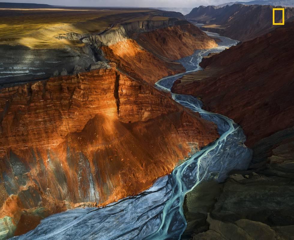 Atardecer en el Gran Cañón de Dushanzi, en China.