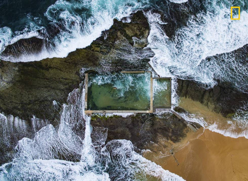 Piscina de rocas naturales en Sidney, Australia.
