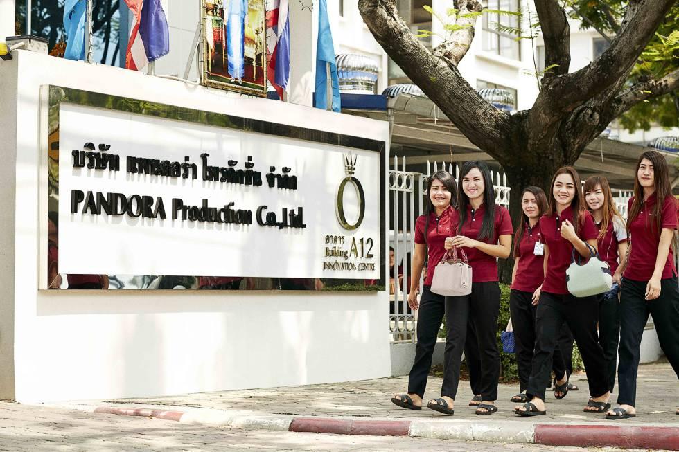 La planta de producción de Pandora en Bangkok se encuentra situada a las afueras de la ciudad, en un polígono industrial dedicado al tratamiento de diamantes y gemas.