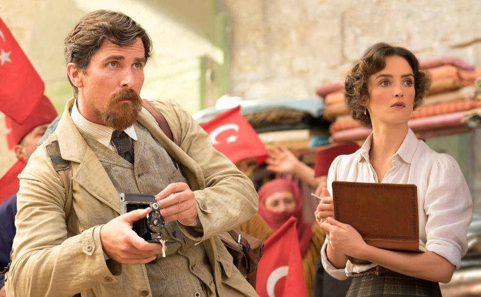 Christian Bale and Charlotte Le Bon, in a frame of 'The Promise'.