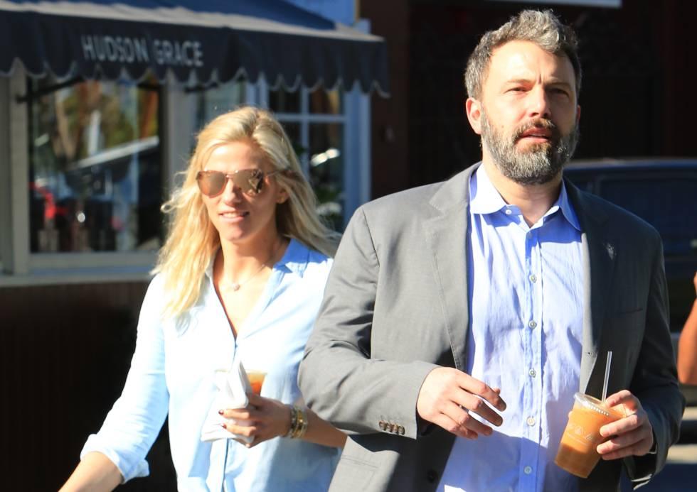 Ben Affleck y su pareja, la productora de SNL Lindsay Shookus, el pasado 25 de noviembre en Brentwood (California).