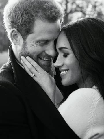 Retraro oficial del príncipe Enrique y Meghan Markle tomada por Alexi Lubomirski para celebrar su compromiso.