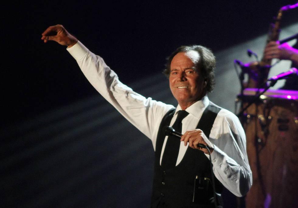 Julio Iglesias en un concierto en Málaga en 2010.