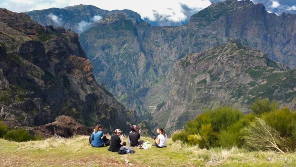 Senderismo por el mirador del pico Arieiro, en Madeira