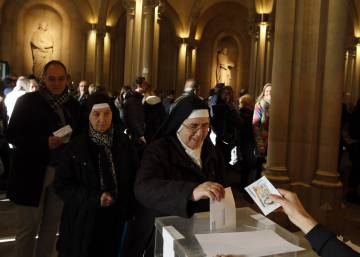 In photos: Catalans vote in divisive regional election
