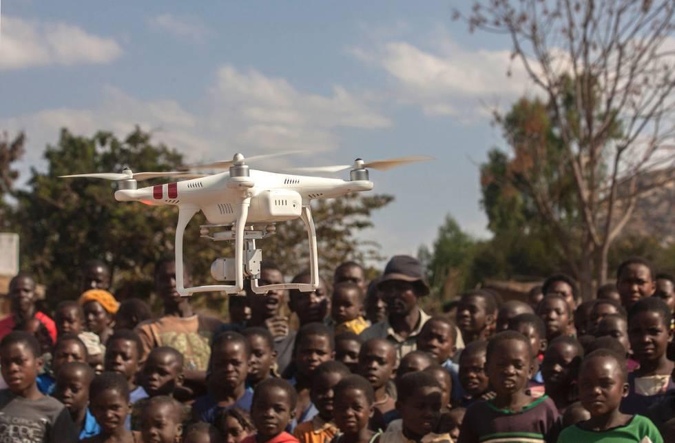Ensayo para el uso de drones con fines humanitarios (como la localización de charcas donde depositan sus larvas los mosquitos transmisores de la malaria) en la región de Kasungu (Malaui).
