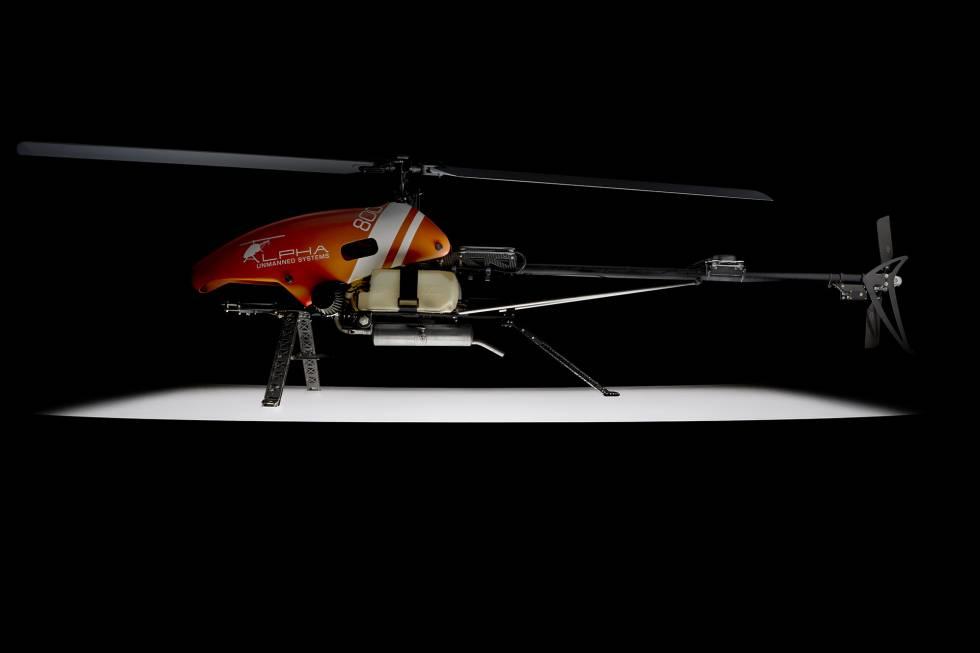 El Alpha 800 UAV Helicopter puede llevar hasta  tres kilos de carga durante sus vuelos.