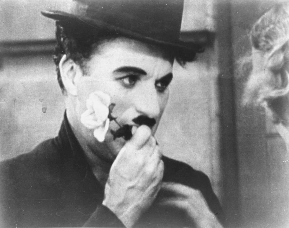 """Charlie Chaplin, """"Charlot"""", en un fotograma de la película """"Luces de la ciudad"""". rn rn"""