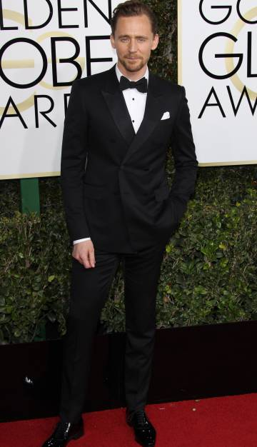 El actor Tom Hiddleston en los Globos de Oro de 2016
