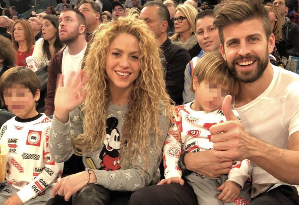 Shakira y Gerard Piqué, con sus hijos en el baloncesto en el Madison Square Garden.