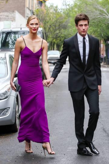 Joshua Kushner y su novia, la modelo Karlie Kloss, en abril de 2016.