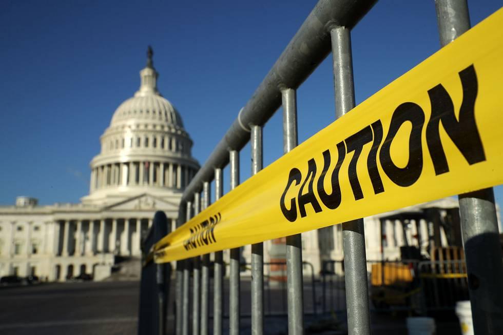 El Congreso de los Estados Unidos está a punto de aprobar enormes recortes de impuestos tanto en la Cámara como en el Senado.  Washington, DC.