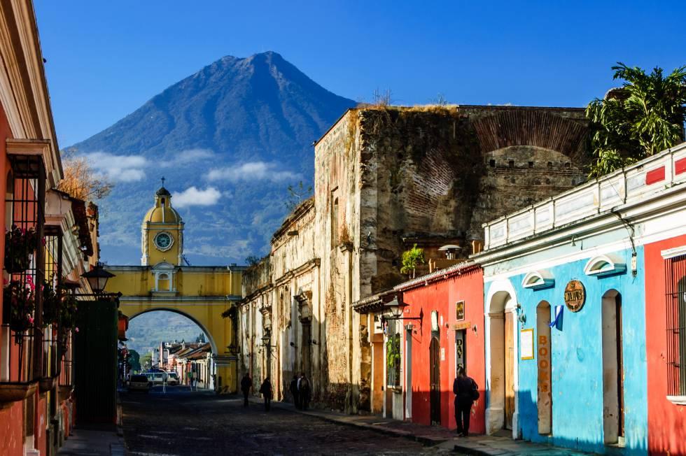 Arco de Santa Catalina en la ciudad colonial de Antigua (Guatemala).