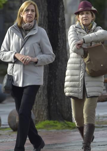 Las infantaas Elena y Cristina, en Vitoria el pasado 29 de diciembre.