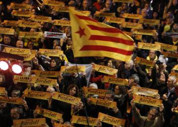 Ex-officials in Brussels hold key to separatist majority in Catalan parliament