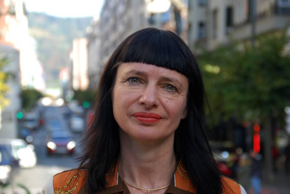Carry Somers, fundadora de Fashion Revolution por una industria de la moda transparente y responsable con los derechos humanos.