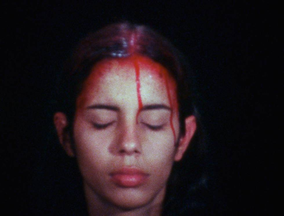 'Sweating Blood' (1973), vídeo de Ana Mendieta.  © The Estate of Ana Mendieta Collection, LLC. Courtesy Galerie Lelong, New York.
