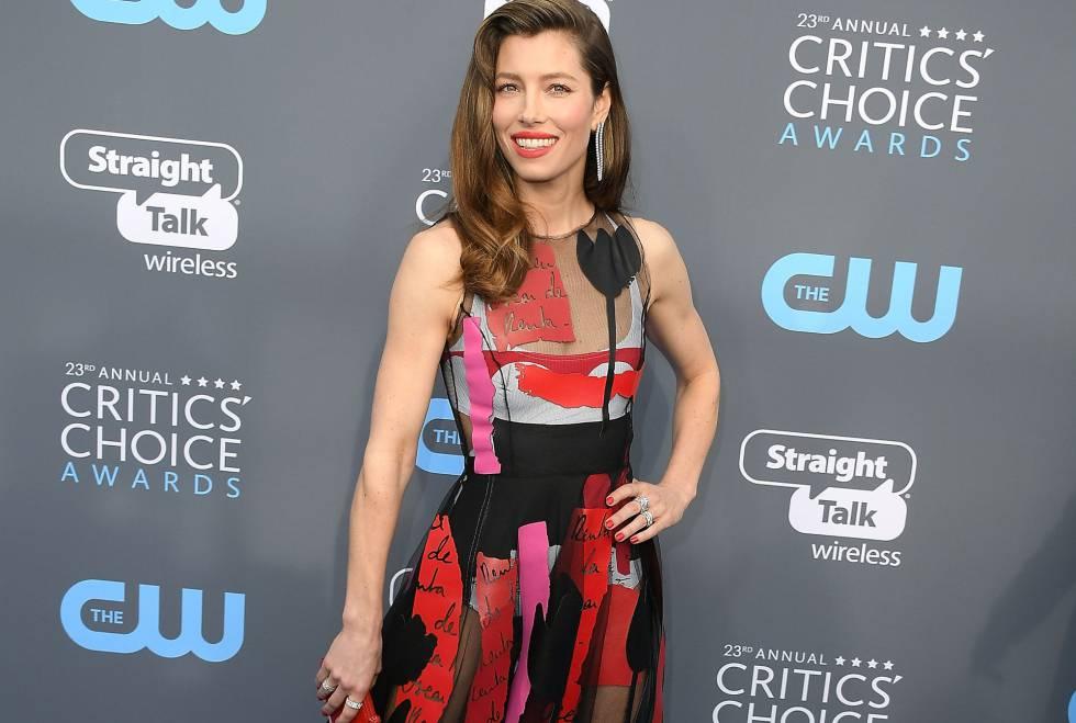 La actriz Jessica Biel llega a los Critics' Choice Awards en la noche del jueves en Santa Monica.