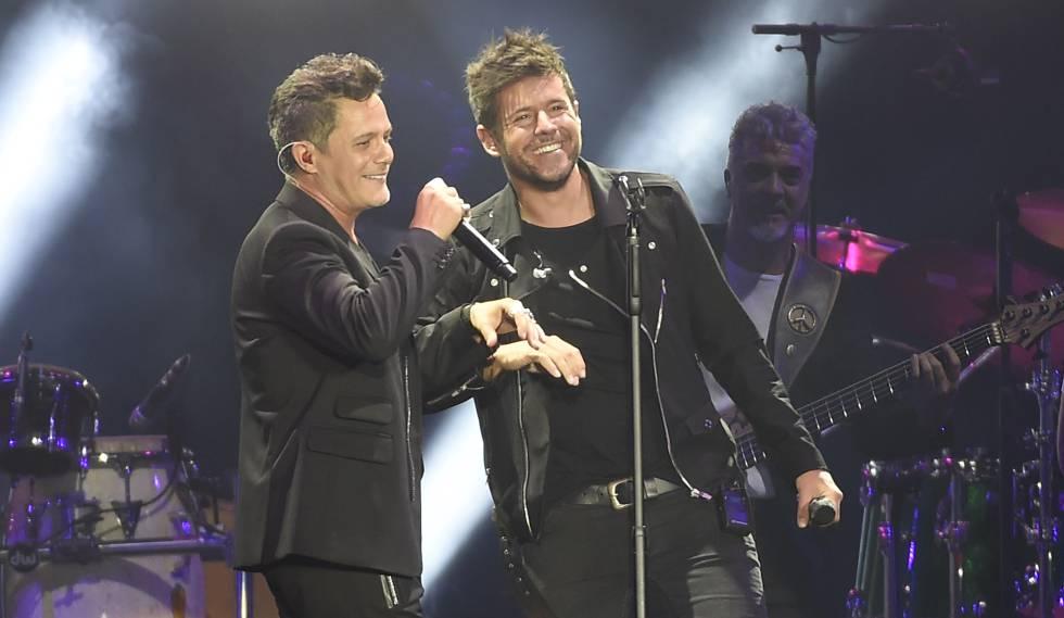 Alejandro Sanz y Pablo López en el concierto 'Más es Más' en Madrid el 24 de junio.