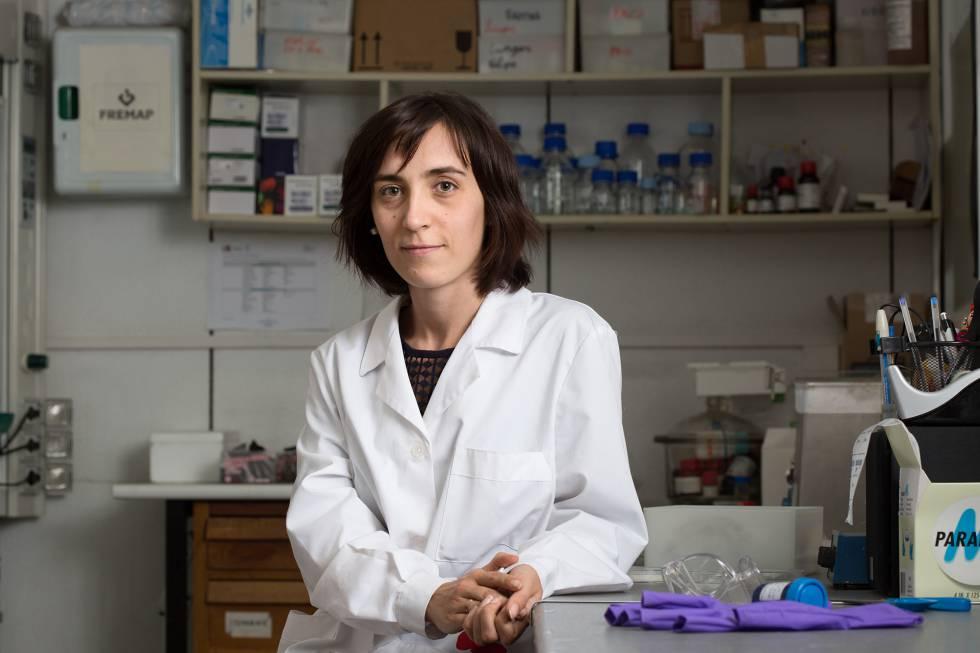 Nieves Cubo, en su laboratorio en el CSIC. La ingeniera ha formado parte del equipo de investigación que ha logrado imprimir piel humana.