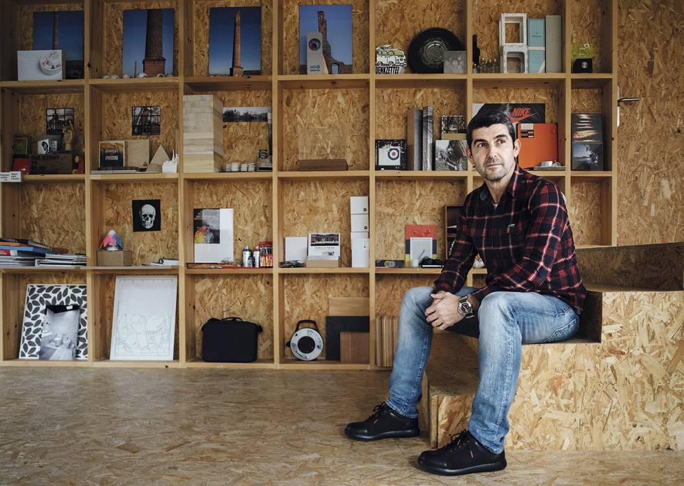 Ander Soriano, fundador de Estudios Durero, en su despacho.