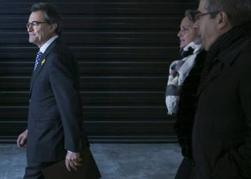 Catalan independence icon Artur Mas steps back from political front line