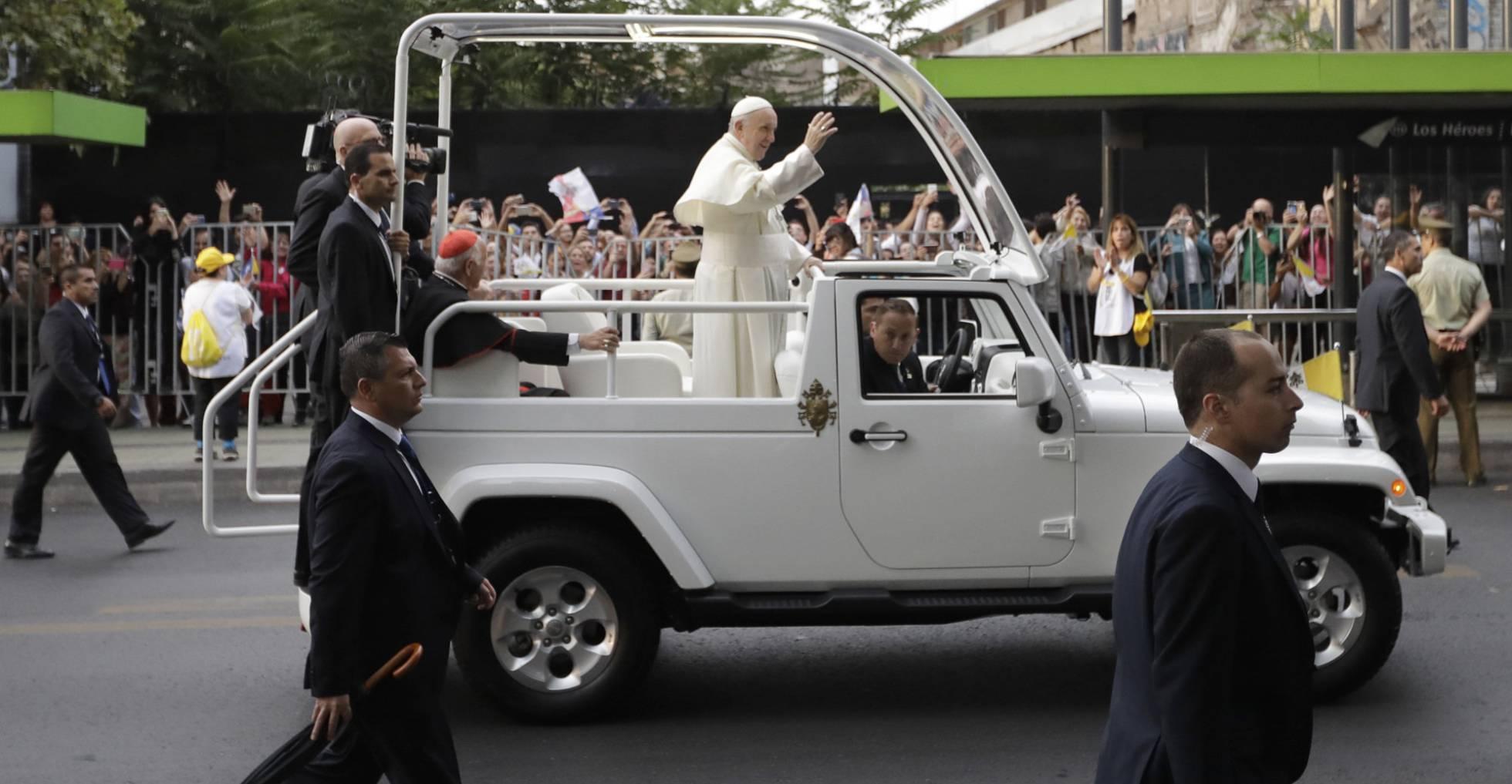 El papa Francisco por las calles de Santiago (Chile).