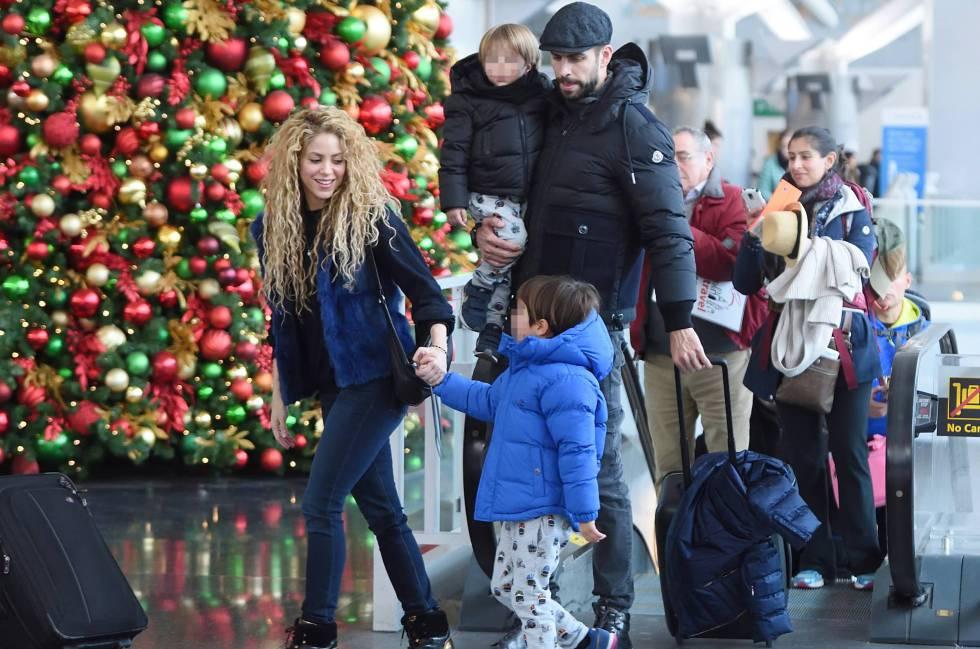 Shakira, Piqué y sus dos hijos en Nueva York el pasado diciembre.