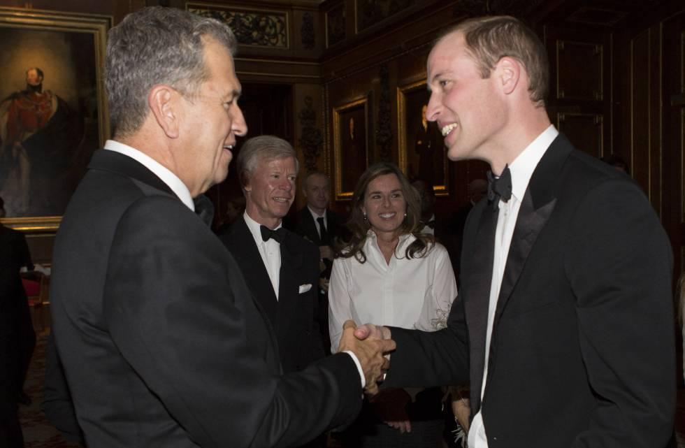 Testino saluda al príncipe Guillermo de Inglaterra en Windsor, en 2013.