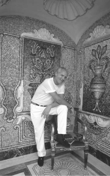Versace, en su casa de Miami en 1996.