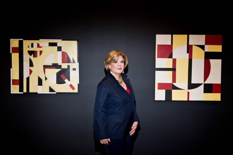 Ella Fontanals-Cisneros, cubana exilada na Venezuela, diante de uma tela de Loló Soldevilla, cuja obra está exposta até 4 de março na Fundação CIFO de Miami
