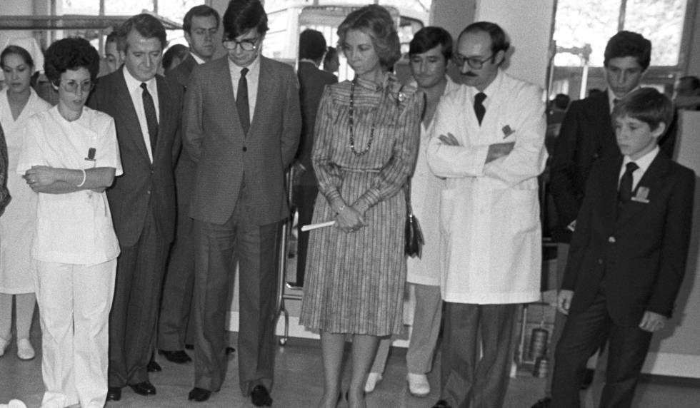 La reina Sofía durante la inauguración del Centro de Rehabilitación infantil 'Dionisia Plaza' en Aravaca en 1984.