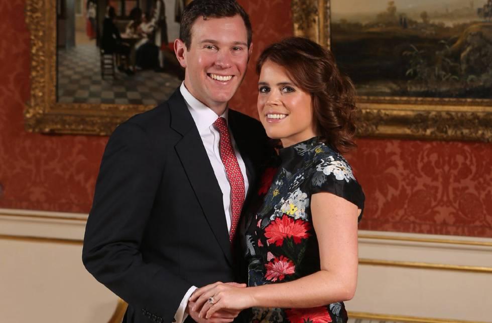8f58608fc La princesa Eugenia y su prometido Jack Brooksbank en el Palacio de  Buckingham en Londres este