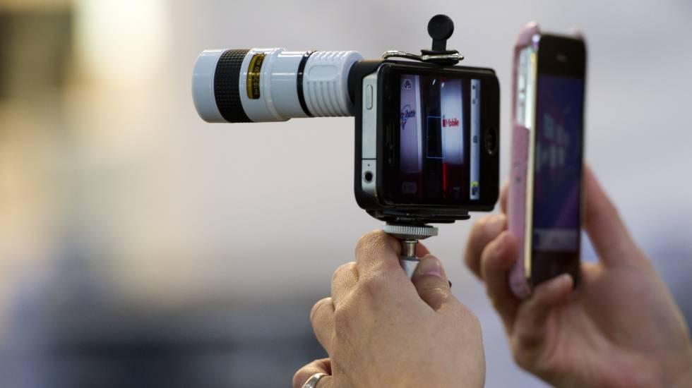 doce accesorios para sacar más partido a tu móvil escaparate el paÍs