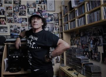 Vicente Romero en su emisora de Madrid mariskalrock.com, en 2017.